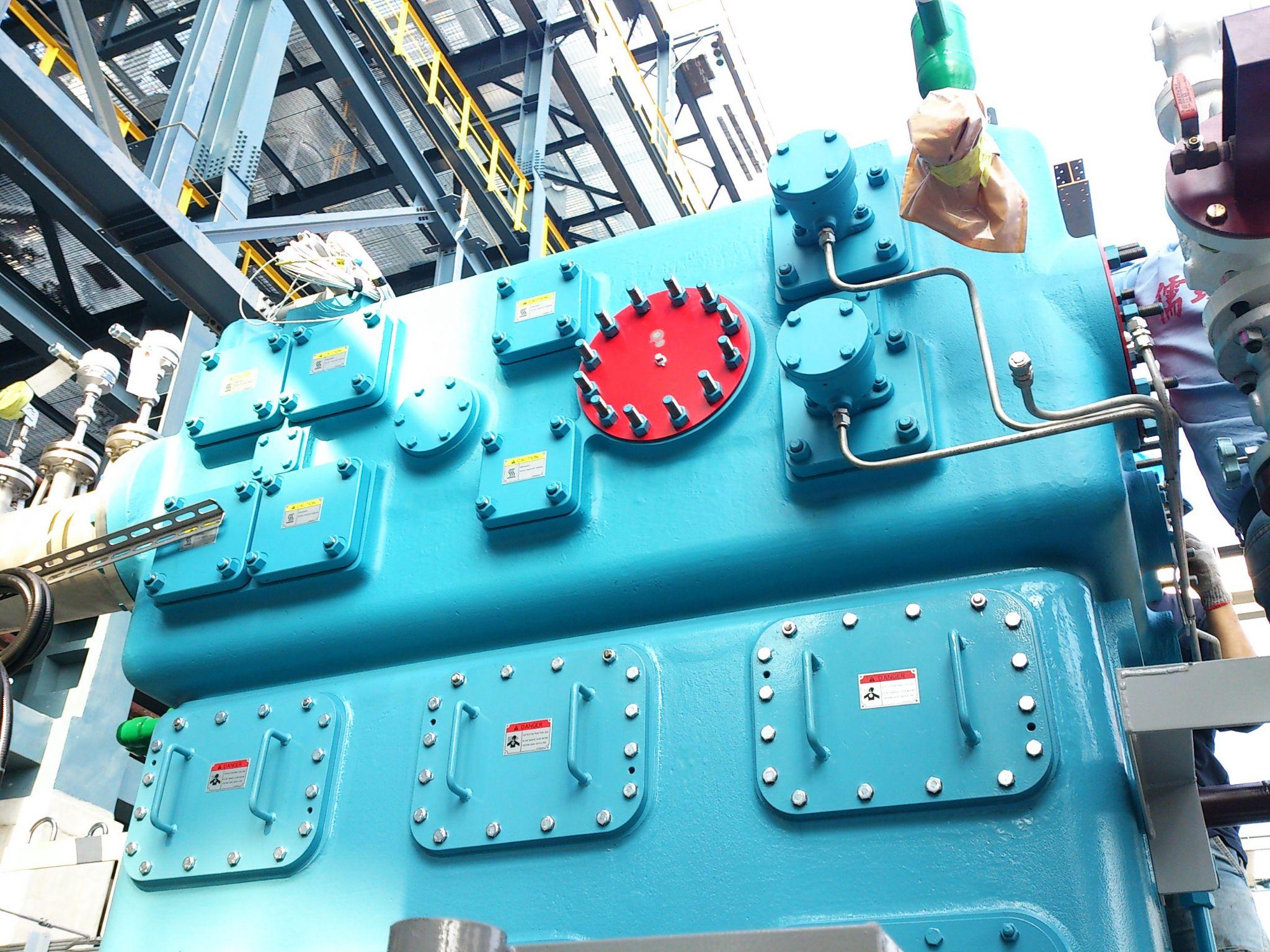 (图一) (图二) 产品概述 此设备为直立式无油往复式压缩机.图片